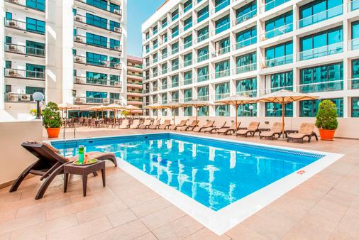 Golden Sands Hotel Apartments - Dubai - Piscina