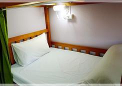 Puli Center Center Hostel - Puli - Bedroom