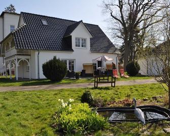 Pension Villa Frohsinn - Sellin - Building