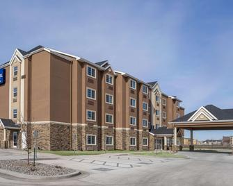Microtel Inn & Suites By Wyndham Moorhead Fargo Area - Moorhead - Building