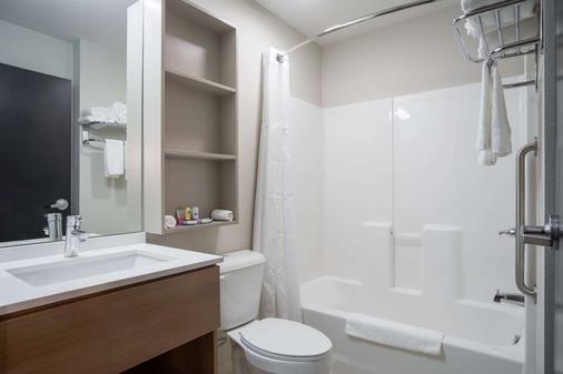 Microtel Inn & Suites By Wyndham Moorhead Fargo Area - Moorhead - Bad