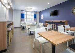 Microtel Inn & Suites By Wyndham Moorhead Fargo Area - Moorhead - Restaurant