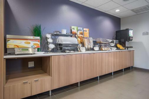 Microtel Inn & Suites By Wyndham Moorhead Fargo Area - Moorhead - Buffet
