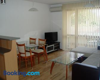 Byala Home Apartment Complex - Бяла - Living room
