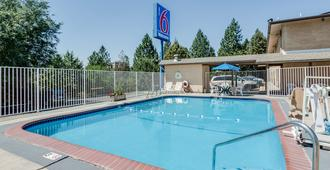 Motel 6 Spokane West Downtown - Spokane - Pool