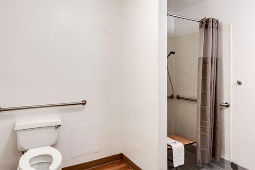 Motel 6 Spokane West - Airport - Spokane - Bathroom