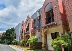Manora Apartments And Guest House - Talisay - Edifício