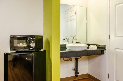 Motel 6 Fresno - Ca - Yosemite Hwy - Fresno - Bathroom