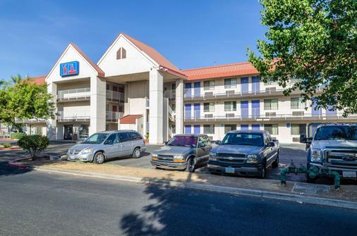 Motel 6 Fresno - Ca - Yosemite Hwy - Fresno - Building
