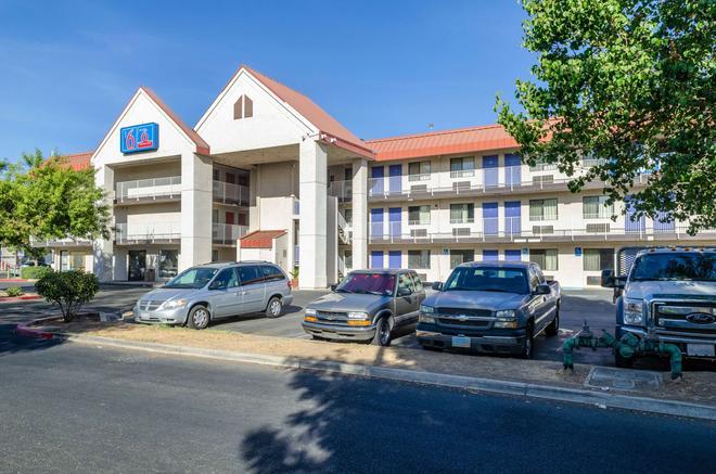 Motel 6 Fresno - Ca - Yosemite Hwy - Fresno - Rakennus