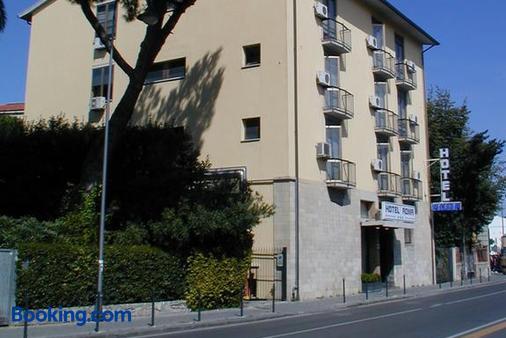 Hotel Roma - Pisa - Building