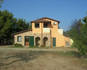 Nakelia - Zambrone - Building