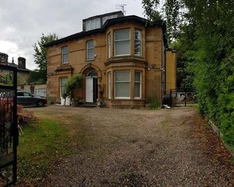 Broadstone House Near Glasgow Airport - Paisley - Building