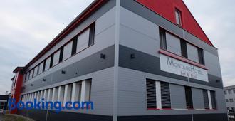Montagehotel Bed & Steel - Linz - Edificio
