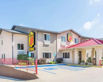 Super 8 by Wyndham Bloomington - Bloomington - Building