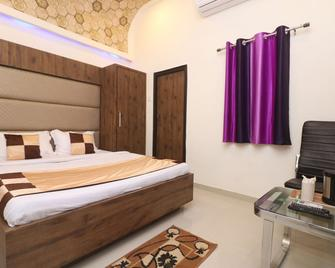 Oyo 10991 Hotel Gagan - Kanpur - Bedroom