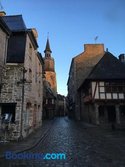 Cafe Hotel du Theatre - Dinan - Outdoors view