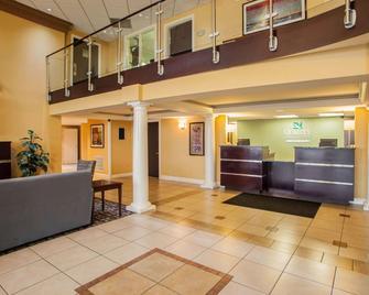 Quality Inn & Suites - Saint Charles - Рецепція