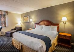 Quality Inn & Suites - Saint Charles - Bedroom