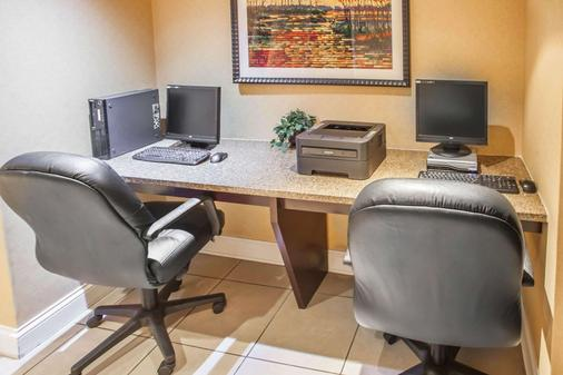 Quality Inn & Suites - Saint Charles - Business centre
