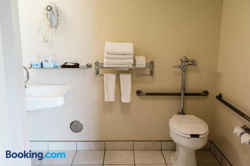 EverSpring Inn and Suites - Bismarck - Bismarck - Bathroom