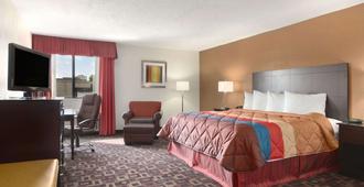 Ramada by Wyndham Tulsa - Tulsa - Bedroom