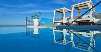 Bq阿古阿瑪瑞娜酒店精品酒店 - 帕爾馬 - 游泳池