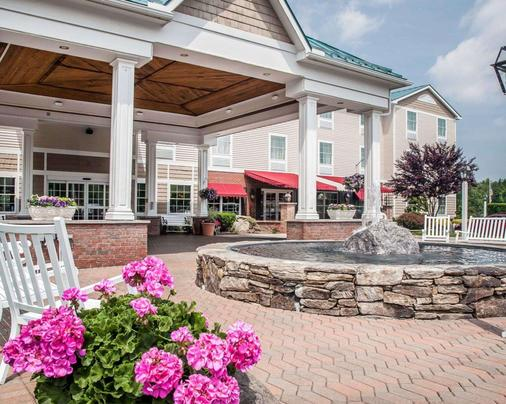 Comfort Inn & Suites - Sturbridge - Building