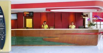 ibis Styles Bali Legian - Kuta - Front desk