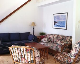 Beautifully appointed Condo on the Indian River sleeps 8 - Millsboro