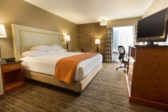 Drury Inn & Suites Austin North - Austin - Bedroom