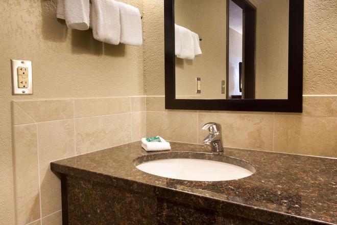 Drury Inn & Suites Austin North - Austin - Bathroom
