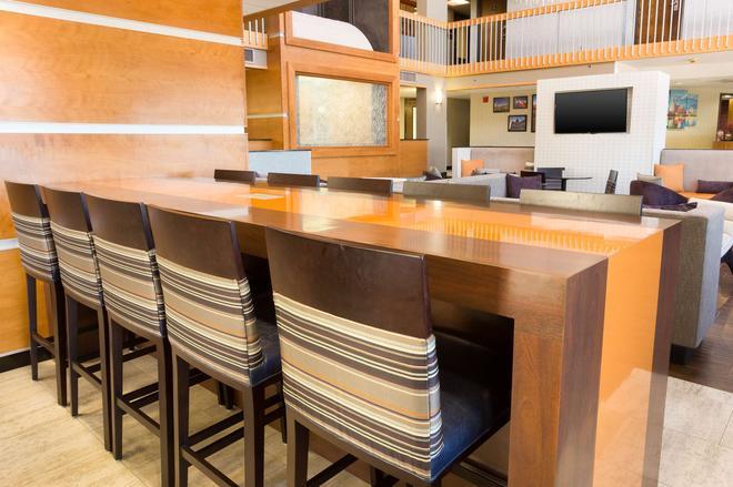 Drury Inn & Suites Austin North - Austin - Front desk