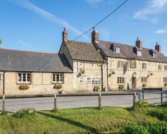 The Lion Wendlebury - Bicester - Building