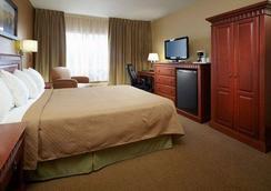 Quality Inn & Suites P.E. Trudeau Airport - Dorval - Bedroom