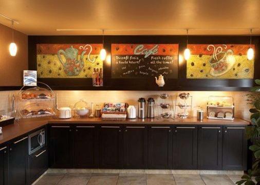 Quality Inn & Suites P.E. Trudeau Airport - Dorval - Buffet