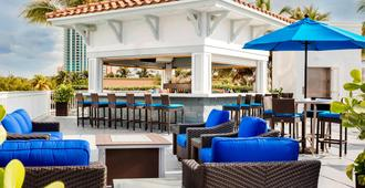 Courtyard by Marriott Fort Lauderdale Beach - Fort Lauderdale - Patio