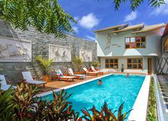 Kaani Village & Spa - Maafushi - Pileta