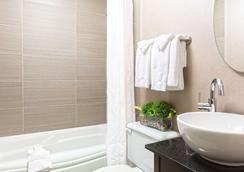Hotel Universel - Québec City - Bathroom