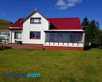 Flaga 2 Guesthouse - Kirkjubaejarklaustur - Building