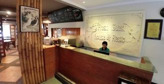 D'Fresh Guest House And Resto - Malang
