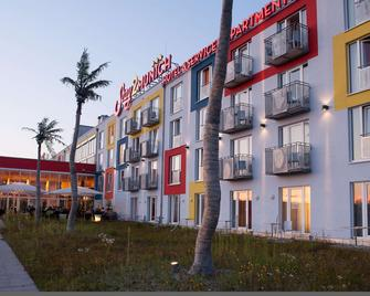 Stay2Munich Hotel & Serviced Apartments - Brunnthal - Building