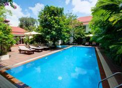 Skyline Boutique Hotel - Phnom-Penh - Zwembad