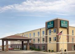 Quality Inn & Suites - Minot - Building