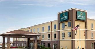 Quality Inn & Suites - מינוט