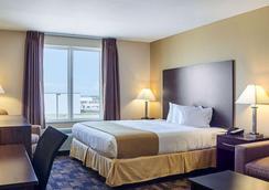 品質套房酒店 - 米諾 - 邁諾特 - 臥室
