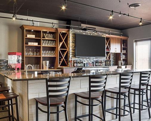 品質套房酒店 - 米諾 - 邁諾特 - 酒吧