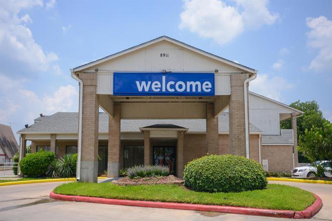 東休斯敦貝敦市 6 號汽車旅館 - 貝維奴山 - 貝敦 - 建築