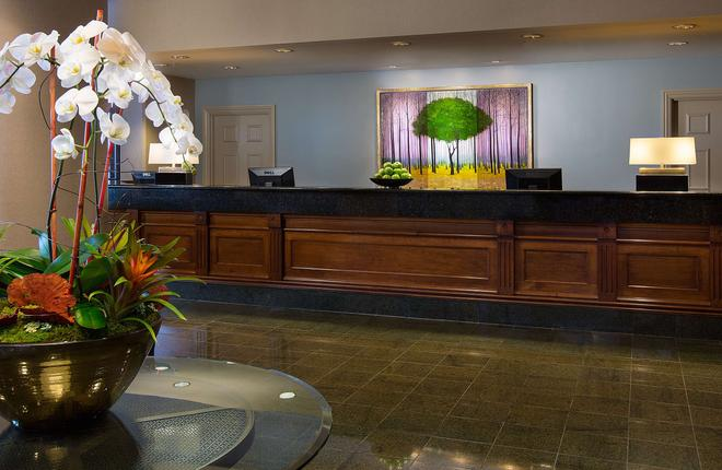 The Paramount Hotel - Seattle - Front desk