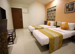 Hotel Jyoti - Rajkot - Bedroom